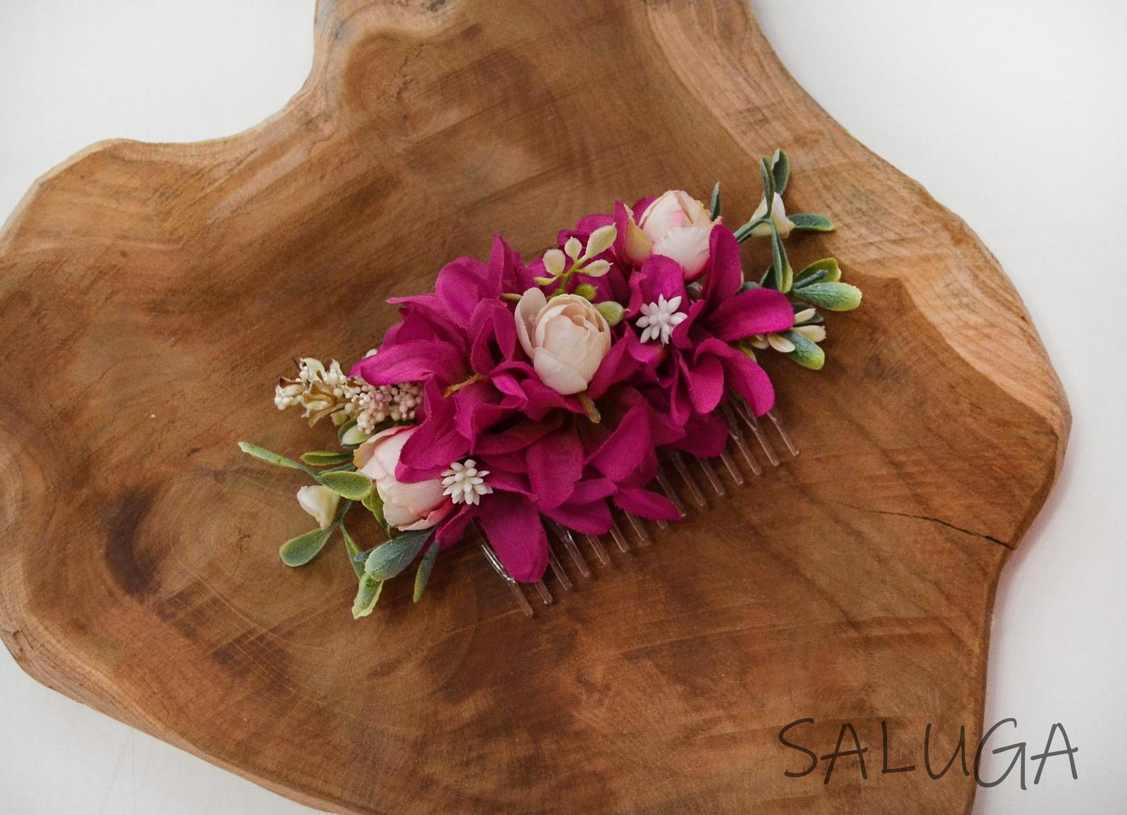 Kvetinový hrebienok do vlasov - cyklamenový - Obrázok č. 1