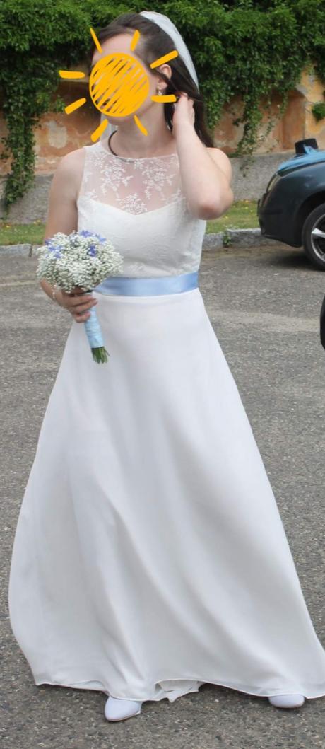 Jemné svatební šaty s vlečkou - Obrázek č. 1