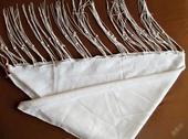 Dámský šátek trojúhelníkového tvaru bílé barvy , 40