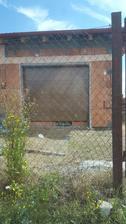 a namontovali uz aj garaz.branu - stavba uzavreta 😊😊😊
