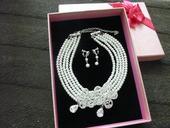 Perlový náhrdelník a náušnice so štrasom,