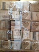 Krabičky na dáreček s dřevěným dekorem,