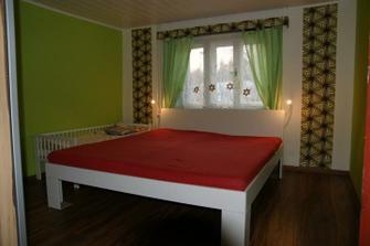 Tak a máme konečně i postel, jen si chci časem koupit zelené a hnědé povlečení