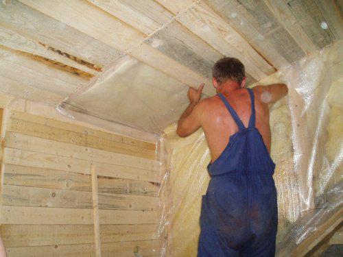Náš  byteček - tady se dělá strop