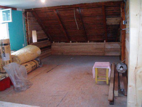 Náš  byteček - náš budoucí obýváček s prozatimní ložnicí