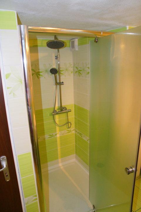 Náš  byteček - sprchový kout