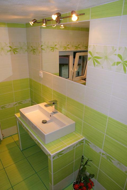 Náš  byteček - velké zrcadlo nesmí chybět :-)