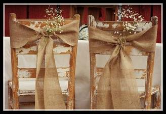 Vyzdoba na židle pro ženicha a nevěstu