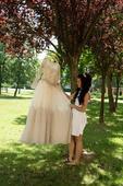 Svadobné šaty so zlatou krajkou, 38