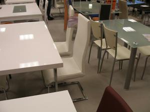 tyto židle přesně máme