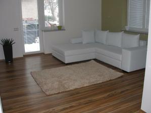 nehodí se sem spíš hnědý koberec?