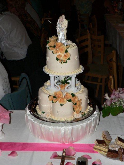 Zuzka{{_AND_}}Peťko - svadbona torta,  bola vybornaaaa