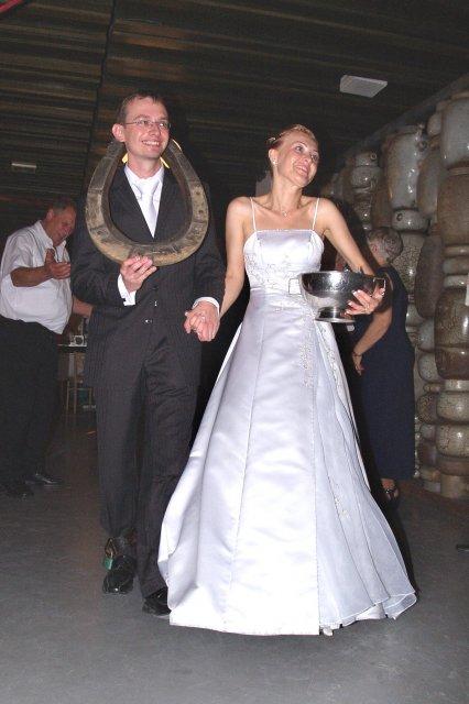 Zuzka{{_AND_}}Peťko - no a riadne vyzbrojeni, hor sa na svadobnu noc :))