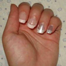 Zkouška nehtů-bude to francouzská, ale s perleťovým lakem-prsteníček a malíček a udělám si jí i na nožky