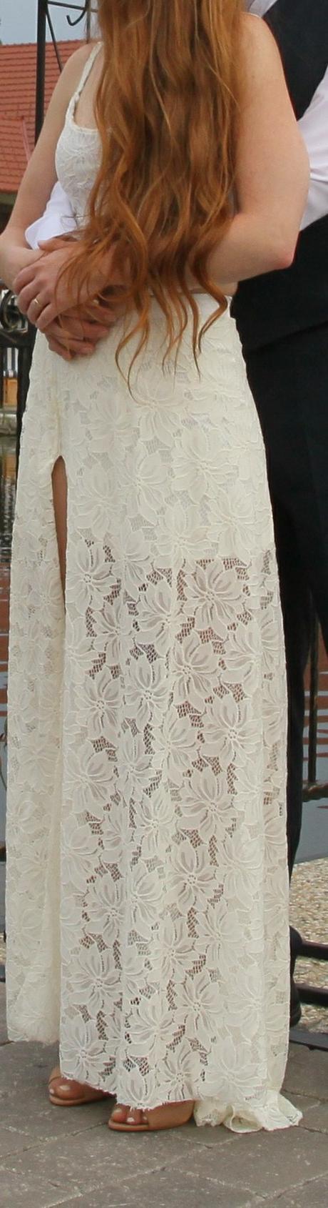 Čipkované svadobné šaty nadčasový strih - Obrázok č. 1
