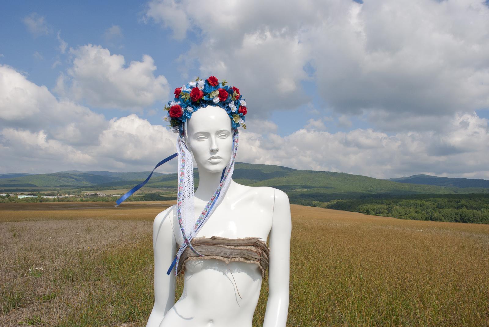 Kvetinová parta s folklórnou stuhou - Obrázok č. 3