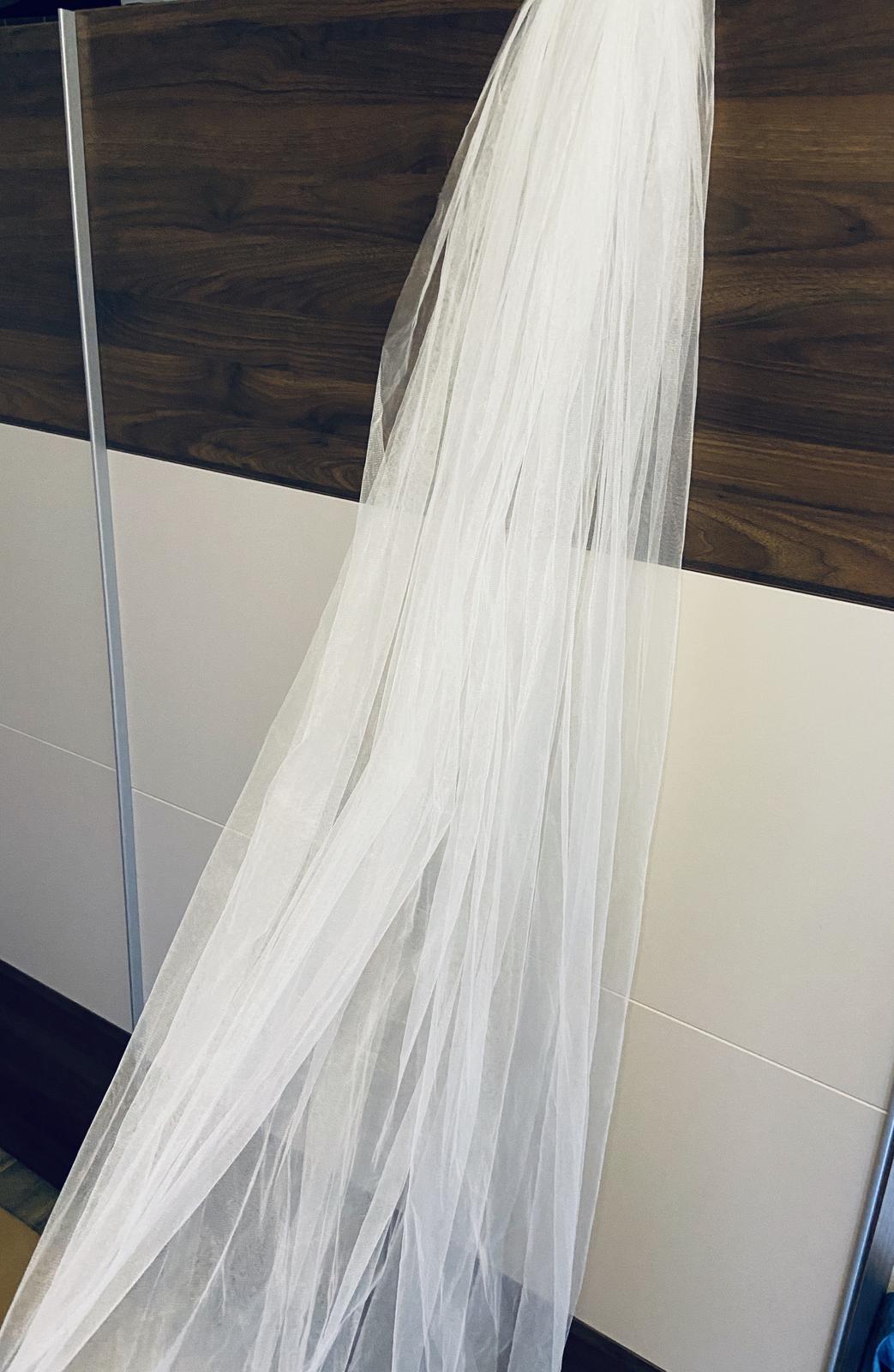 Krásny dlhý biely závoj - Obrázok č. 1