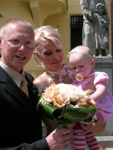 Saška Krammerová{{_AND_}}Tomáš Bott - s našou mini družičkou