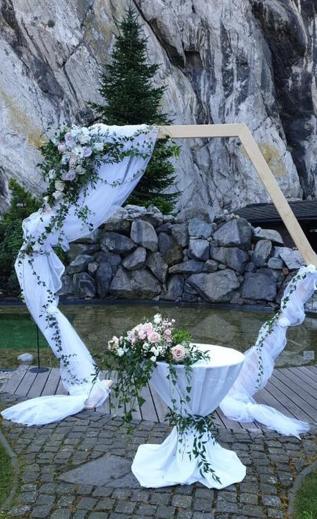 Prenajmem drevenu svadobnu slavobranu - fotostenu - Obrázok č. 1