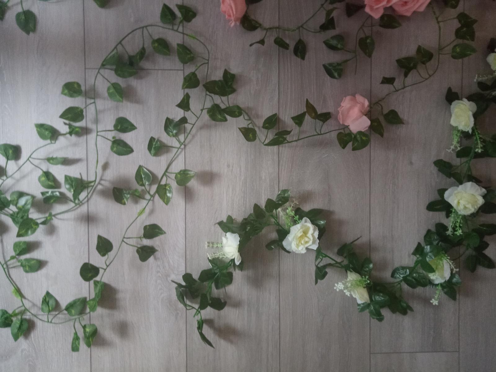 Hodvábne biele ruže - Obrázok č. 2