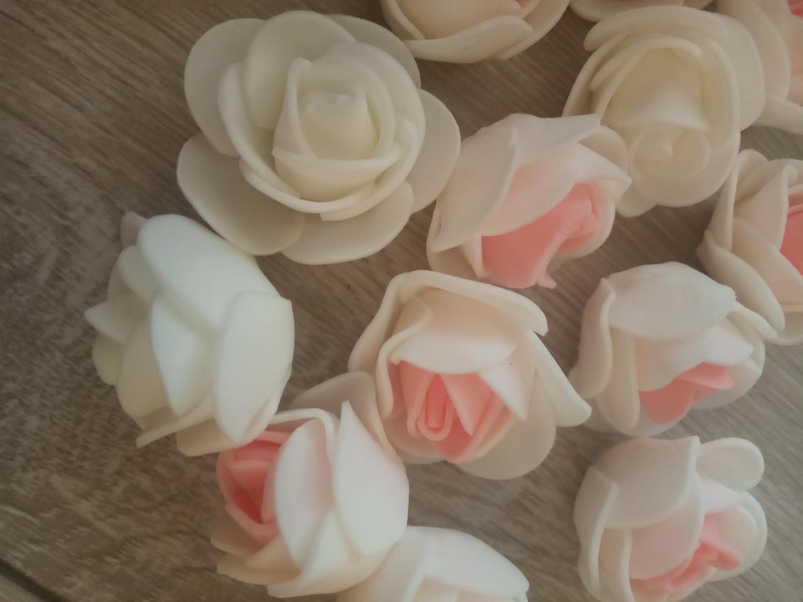 Menšie penové ružičky - Obrázok č. 1