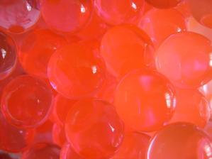 zkouška gelových kuliček, vyšla super až na tu červenou barvu, ta má vypadat opravdu jinak