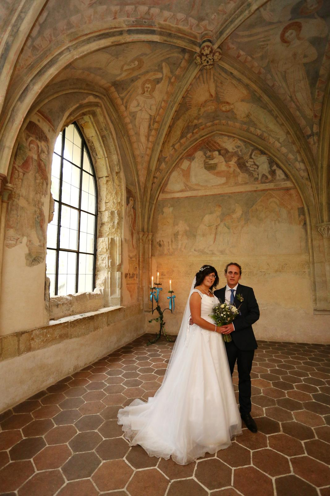 Svatební šaty s vlečkou - Obrázek č. 2