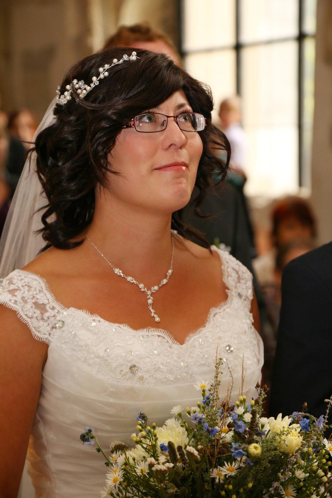 Svatební šaty s vlečkou - Obrázek č. 3