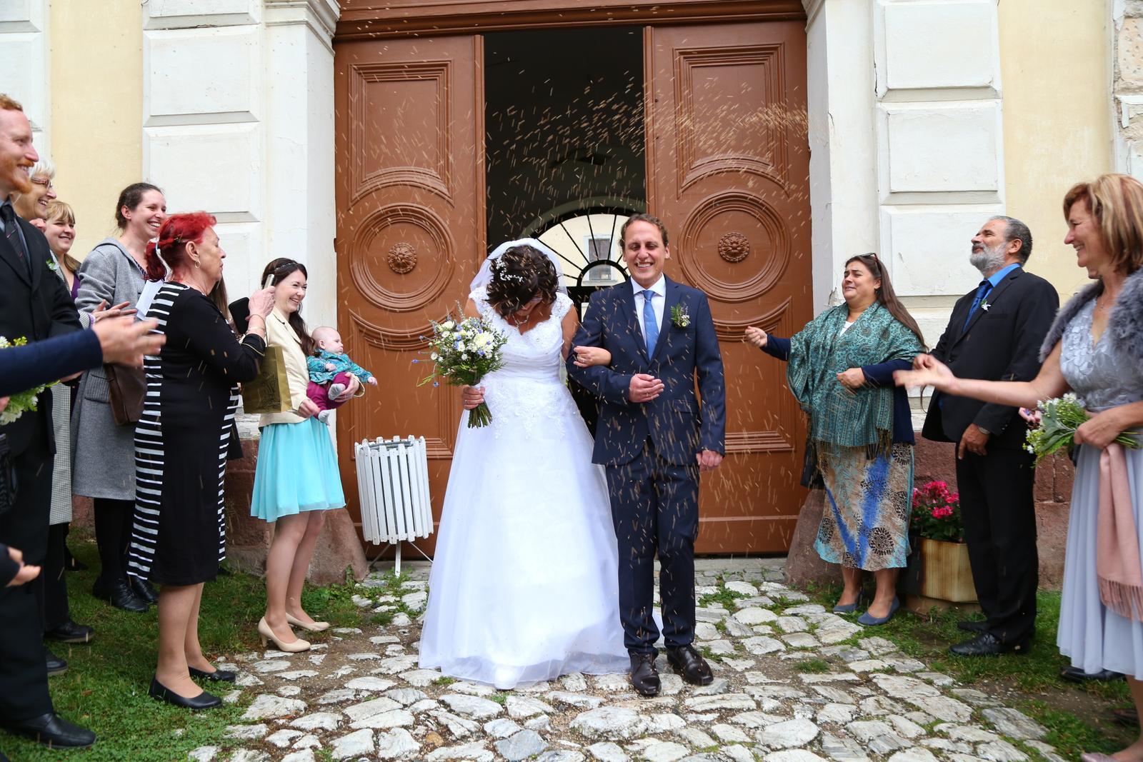 Svatební šaty s vlečkou - Obrázek č. 4