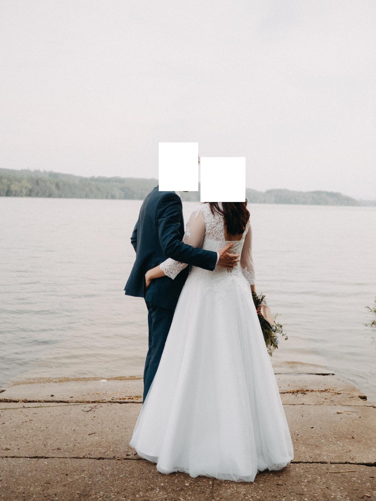 Svatební šaty, velikost 40 - Obrázek č. 1