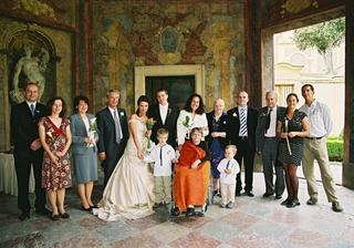 Bride´s family on the left, groom´s family on the right