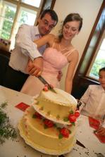 Tradicni krajeni svatebniho dortu