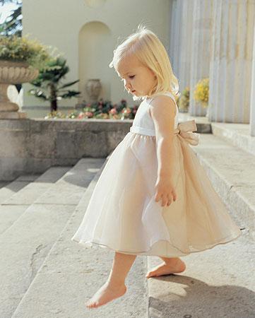 Šaru a Zdeny - pro družičku tento jednoduchý sty šatů...pro tu mou se zlatou mašlí!