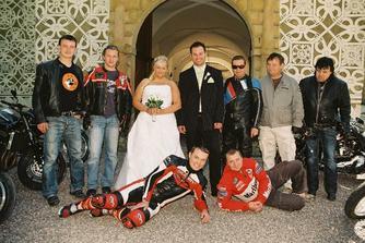 Překvapení od sestřičky a kamarádů pro novomanželé...díky kluci...:-)