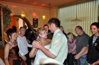 První novomanželský tanec (Faith No More-Easy)