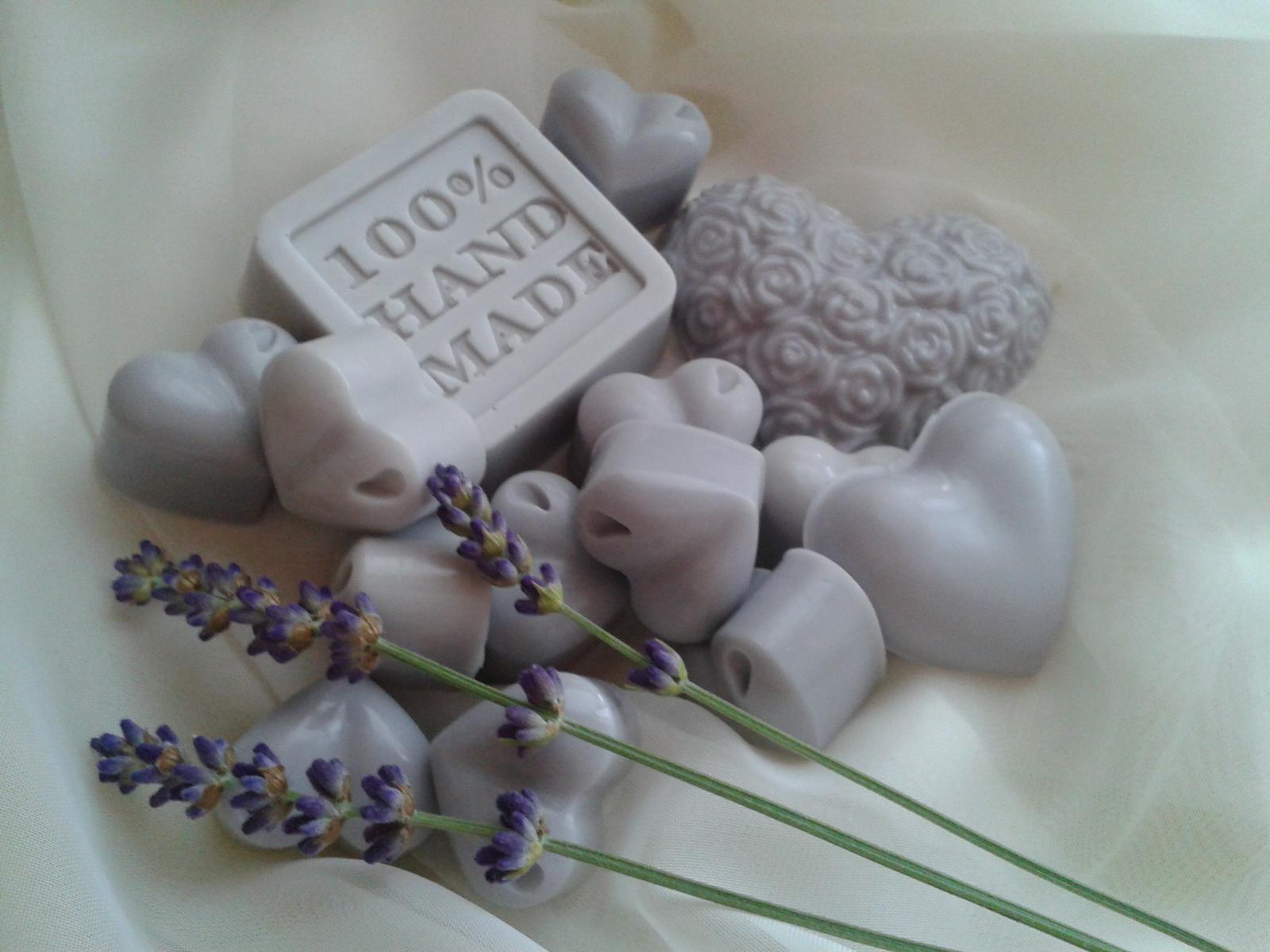 Svadby v štýle PROVANCE - darčeky pre hostí - ručne robené levanduľové mydielka s kozím mliekom