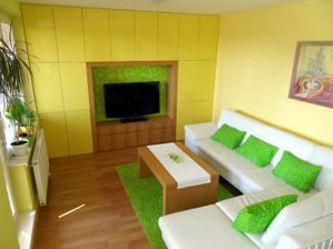 """obývačka s maľovanou """"tapetou"""""""