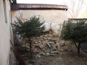 "náš ""plot"" k susede :-)"