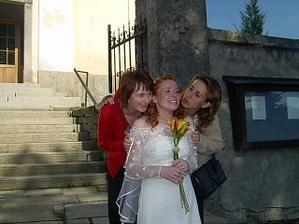 kolegyňky z práce mě chtěly zulíbat k nepoznání - ta vpravo čeká mimi jako já, ta vlevo se bude vdávat v květnu
