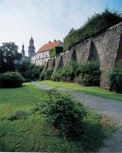 restaurace je hned vedle zámku v Náchodě, aby se hosté měli kde procházet  :-)