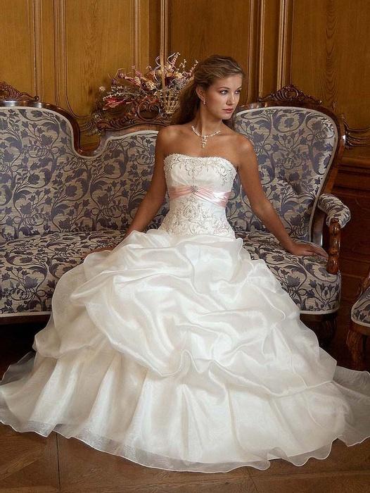 Svatební šaty - INSPIRACE - Obrázek č. 1
