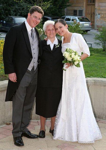 M{{_AND_}}W - moja 80 rocna babicka - odchadzala posledna zo svadby o pol siestej rano!