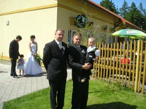 můj ženich se svým bratrem - svědkem a naším synovcem