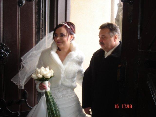 Maťka{{_AND_}}Peťo Chlebkovci - s ockom v kostole