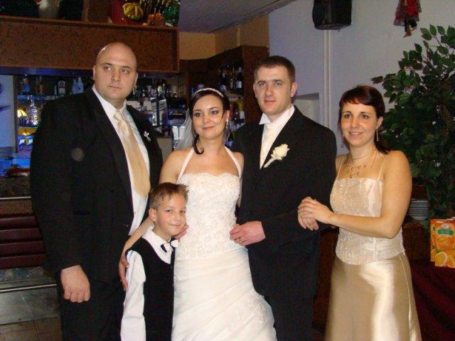 Maťka{{_AND_}}Peťo Chlebkovci - so sestrou s rodinkou