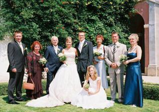 Novomanželé, rodiče a svědci