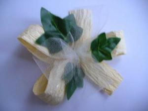 prilepime listky na papierovu maslu tak, aby tyl mierne presahoval na listky ( tylova masla musi byt mensia ako papierova)