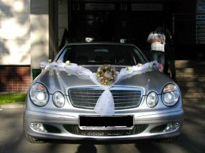 ...takto bolo ozdobené svadobné autíčko...