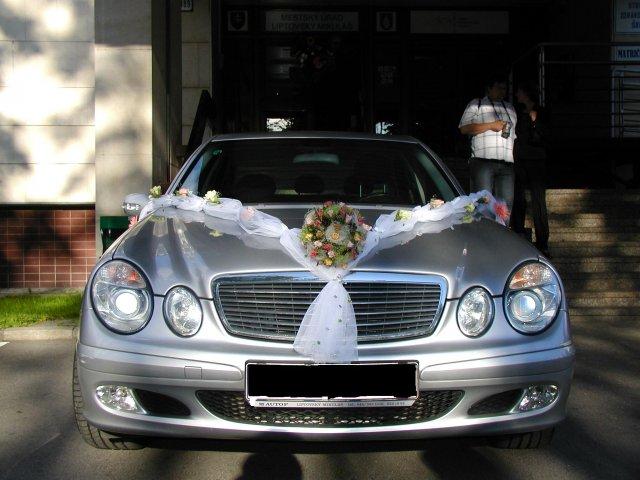 Martina Zelinová{{_AND_}}Ivan Krajčí - ...takto bolo ozdobené svadobné autíčko...