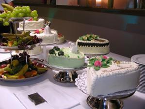 ...všetky torty, mňamky...